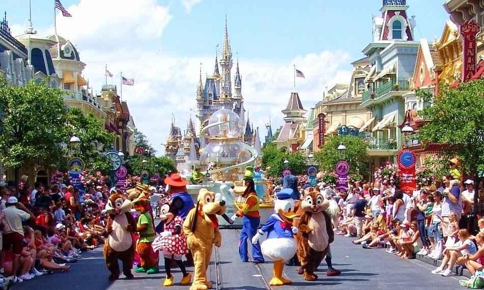 Personas en Parque Disney Magic Kingdom en Orlando