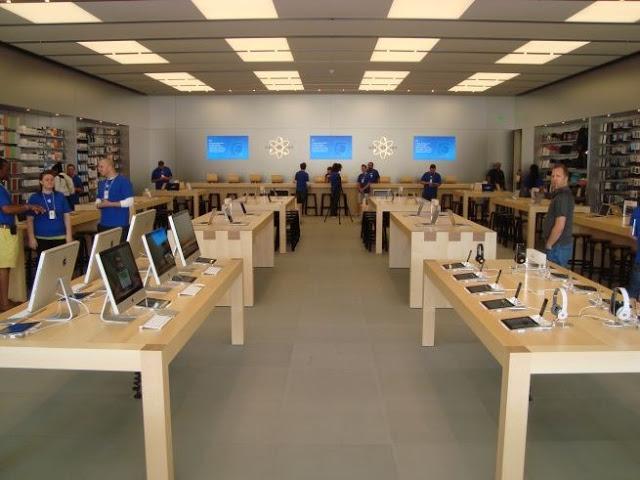 Interior de tienda Apple en Miami