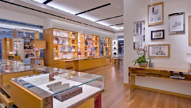 Interior de tienda de Louis Vuitton en Orlando
