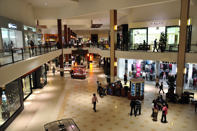 Interior del centro comercial Aventura Mall en Miami