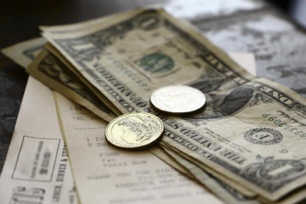 ¿Dónde y cuánto dar de propina en Miami? dinero