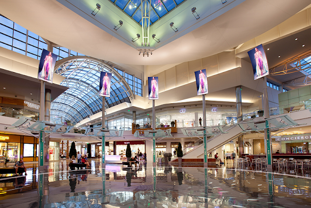 Interior del shopping The Mall at Millenia en Orlando